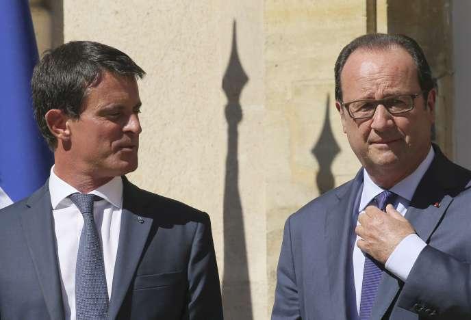 MAnuel Valls et François Hollande à La Celle Saint-Cloud, le 25 août.
