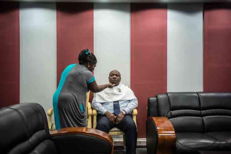 Le président gabonais Ali Bongo Ondimba avant une intervention télévisée durant la campagne électorale, le 24 août 2016.