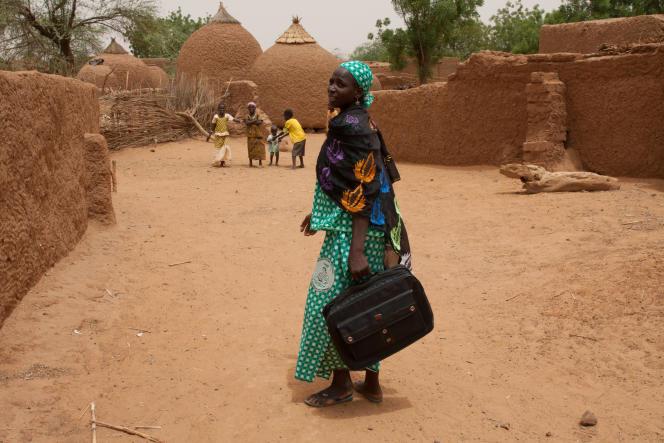 C'est la grave crise alimentaire de 2005 qui a convaincu Hadiza, seule femme de son village a avoir reçu de l'éducation, à devenir personne relais de sa communauté.