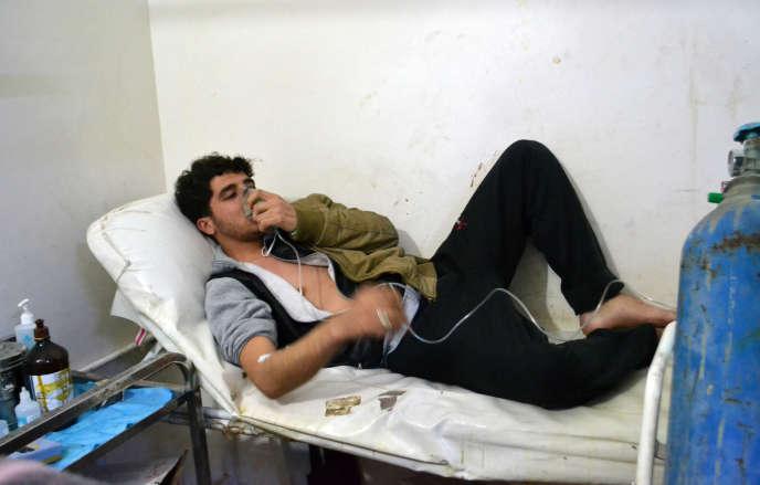 Dans la clinique de Sarmin, au sud-est d'Idlib, le 17mars 2015. Le régime syrien est accusé d'avoir répandu du gaz de chlore lors d'une offensive dans le village la veille.