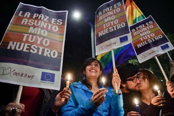 Manifestation de joie après la signature d'un accord de paix, à Bogota, le 24 août.