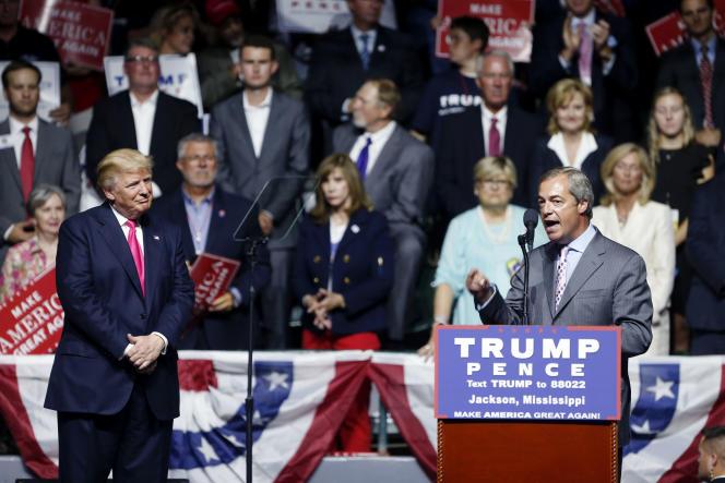 Nigel Farage lors du meeting de Donald Trump à Jackson, dans le Mississippi, le 24 août.