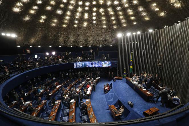 Le Sénat brésilien a commencé à examiner le 25 août 2016 la procédure de destitution de la présidente Dilma Rousseff.