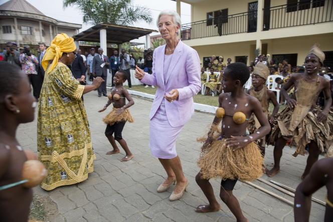 Christine Lagarde, directrice du Fonds monétaire international (FMI) à son arrivée à Douala, au Cameroun, le 6 janvier 2016.