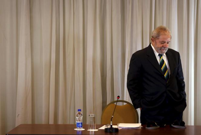 L'ancien président brésilienLuiz Inacio Lula da Silva lors d'une conférence de presse, le 28 mars.