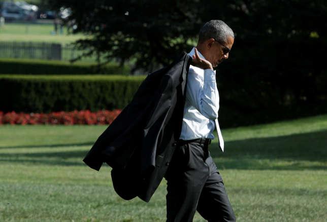 Le président Barack Obama, ici dans les jardins de la Maison blanche, le 26 août 2016, fait confectionner la plupart de ses costumes par un tailleur américain.