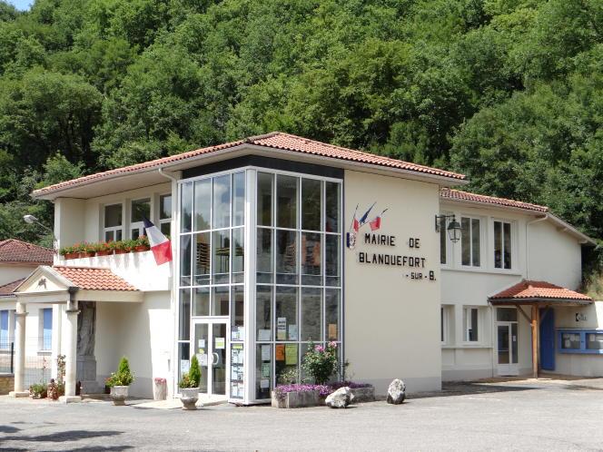 La mairie de Blanquefort-sur-Briolance (Lot-et-Garonne).