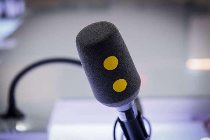 «Alors que les grandes radios privées (RTL, NRJ, Europe 1, RMC/BFM,…) boudent toujours la RNT, Radio France a de son côté obtenu du CSA en juin dernier l'autorisation de l'expérimenter dans l'Est parisien avec le diffuseur Towercast, filiale de NRJ.»
