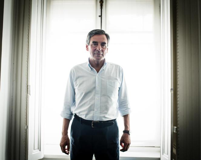 Portrait de François Fillon, ancien premier ministre de Nicolas Sarkozy, entre 2007 et 2012. Dans son bureau de député à l'assemblée Nationale. Aout 2016. Paris . France.