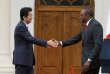 Le président kényan Uhuru Kenyatta reçoit le premier ministre japonais, Shinzo Abe, vendredi 26 août 2016, à Nairobi, à la veille de la 6e Conférence internationale de Tokyo sur le développement de l'Afrique.