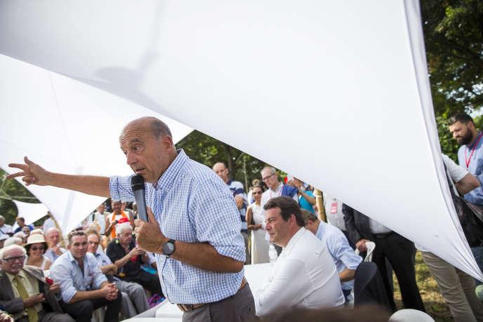 Alain Juppé, candidat à la primaire à droite, fait sa rentrée politique à Chatou, le 27 août.