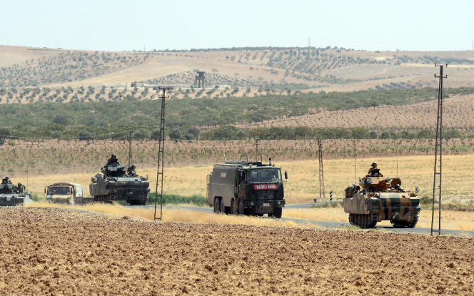 «Vos alliés d'hier détournent le regard et vous abandonnent aux mains des pays qui vous entourent et veulent tous votre perte. Cette fois, ce sont les Turcs» (Photo: l'armée turque de retour de Syrie, à Karkamis, le 27 août).