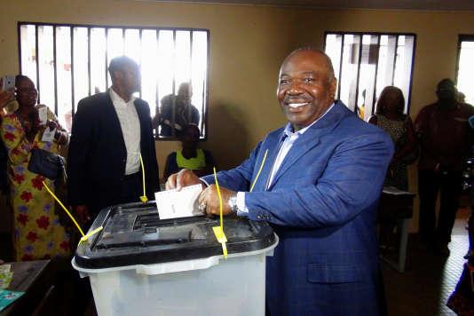 Dans le fief de la famille Bongo, le Haut-Ogooué, Ali Bongo Ondimba aurait reccueilli, selon le ministère de l'intérieur gabonais, 95,47 % des suffrages, avec un taux de participation de 99,93 %. Juste assez pour faire basculer le vote sa faveur.