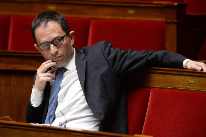 Benoit Hamon attend à l'Assemblée nationale le 4 mai 2016.