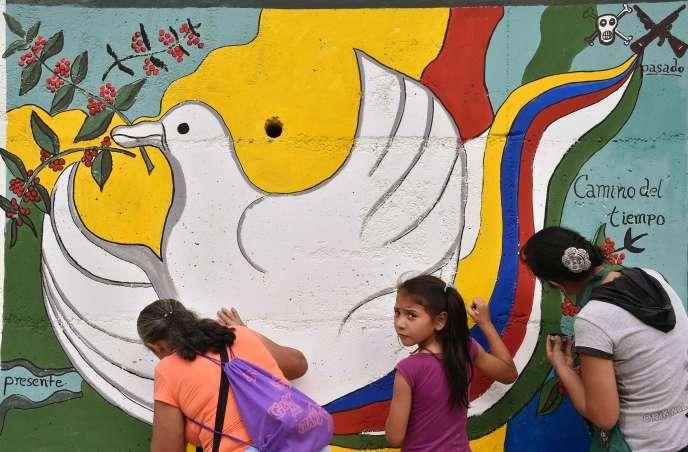 Une fresque en faveur de la paix, à Planadas, en Colombie, le 26 août.