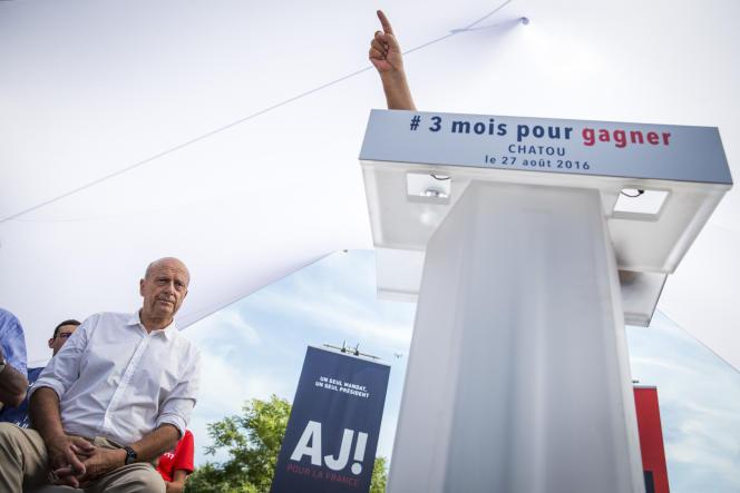 Alain Juppé, pendant le discours de Jean-Pierre Raffarin.