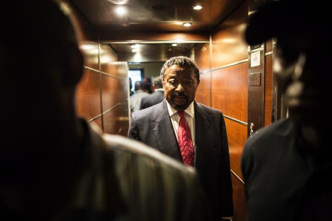 Ancien pilier du sytème Omar Bongo, Jean Ping est désormais le chef de file de l'opposition à Ali Bongo.