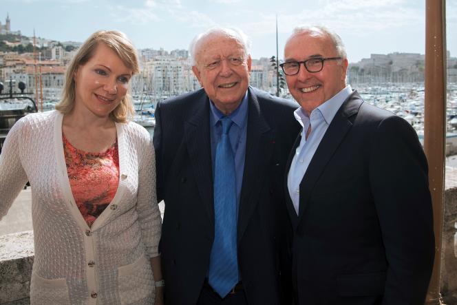 De gauche à droite : Margarita Louis-Dreyfus, le maire de Marseille, Jean-Claude Gaudin, et l'entrepreneur américain Frank McCourt.