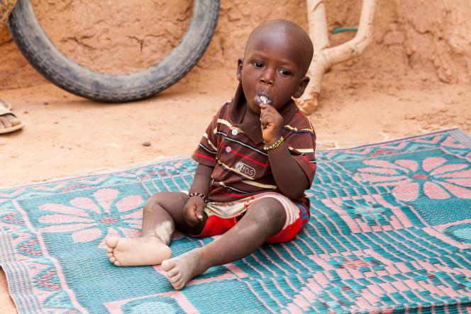 Zakaria, 1 an et demi, le petit frère de Bilyamini, a bénéficié des conseils délivrés par le relais communautaire. Il n'a pas souffert de malnutrition.