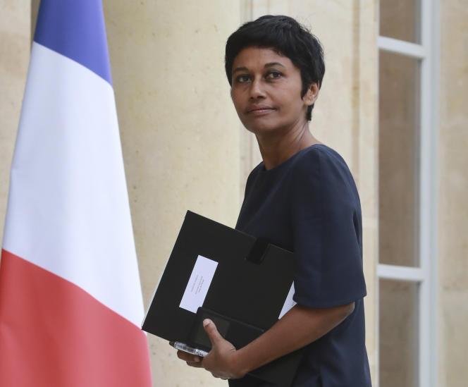 La nouvelle ministre de l'outre-mer, Ericka Bareigts, a dit mercredi vouloir «travailler à ce que la France se regarde, forte de toute sa diversité».