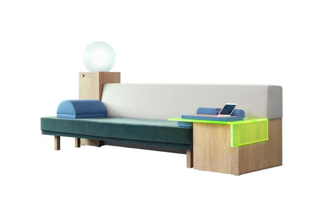 Le sofa Marty, canapé du futur 100% connecté, avec haut-parleurs intégrés, tablette tactile, frigo et massage, prototype né d'une réflexion collective chez Havas Media Group.