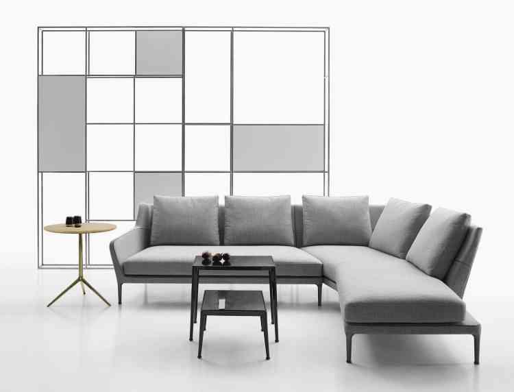 Le sofa Edouard, incurvé et panoramique avec sa méridienne intégrée, d'Antonio Citterio pour B&B Italia.