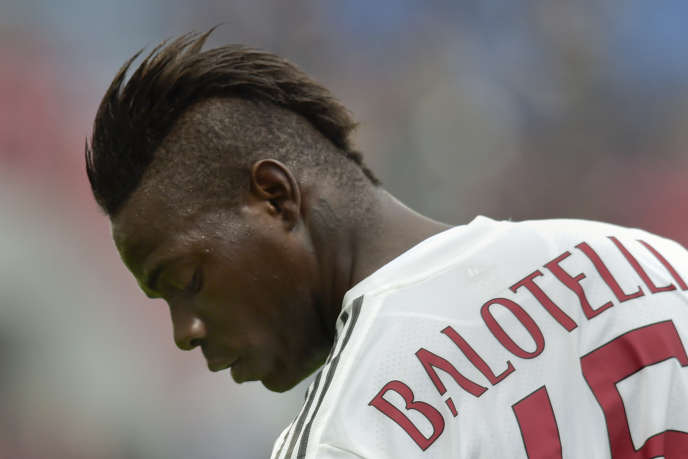 Balotelli avec le maillot de l'AC Milan.