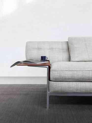 Détail du sofa Volage Ex-S, avec sa tablette intégrée : le dernier-né du designer Philippe Starck pour Cassina.