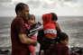 «il est faux de définir les personnes immigrées ou réfugiées comme radicalisées et dangereuses. C'est pourquoi nous devons poursuivre une approche inclusive et lutter contre la vague grandissante de discours xénophobes qui se répand dans le monde entier» (Photo:réfugiés et migrants traversant la mer Égée entre la Turquie et l'île grecque de Lesbos, le 28 septembre 2015).