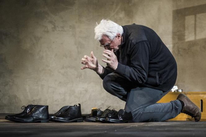 Krystian Lupa, pendant les répétitions de «Place des héros» de Thomas Bernhard,crééen 2015 au Théâtre national d'art dramatique de Lituanie à Vilnius.