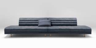 Le canapé asymétrique Kouet de la maison landaise Bosc est composé d'une couette garnie de plumes et de duvet de canard, fournis par l'entreprise Eldeven.