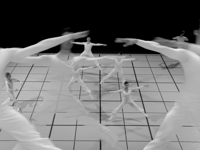 Extrait du spectacle « Dance », que Lucinda Childs donnera au Théâtre de la Ville, à Paris, et au Théâtre de Saint-Quentin-en-Yvelines.