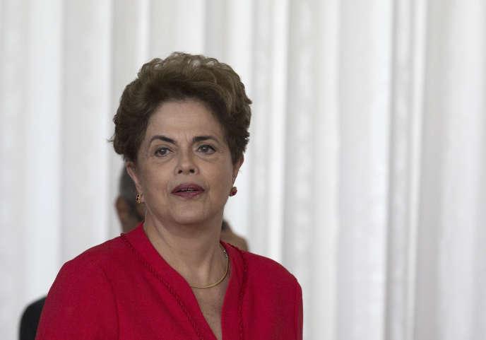 Dilma Rousseff est la première femme à avoir été élue à la tête du Brésil en 2010, puis réélue de justesse en 2014. Elle a été destituée mercredi.