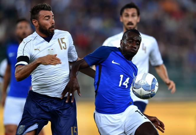 Le milieu de terrain Blaise Matuidi, durant la rencontre Italie-France, le 1er septembre à Bari.