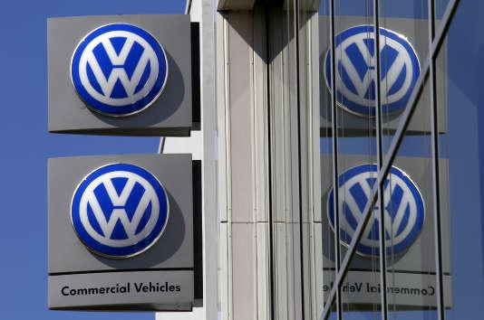 Le constructeur automobile allemand s'engage « à informer les consommateurs d'ici à la fin de 2016 et à faire réparer toutes les voitures d'ici à l'automne 2017 », selon Bruxelles.