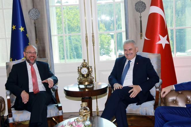 Le président du Parlement européen, Martin Schulz, et le premier ministre turc, Binali Yildirim, à Ankara, le 1er septembre.