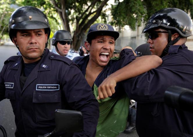 Les arrestations se sont succédé après les manifestations contre le président Nicolas Maduro.