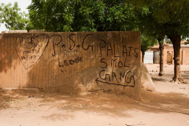 Quelques tags des gangs Palais restent visibles sur les murs du quartier Karakara, à Zinder dans le sud du Niger.
