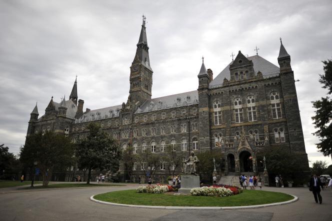 L'établissement va également rebaptiser des bâtiments en hommage à d'anciens esclaves, ouvrir un institut de recherche sur l'esclavage et édifier un mémorial.
