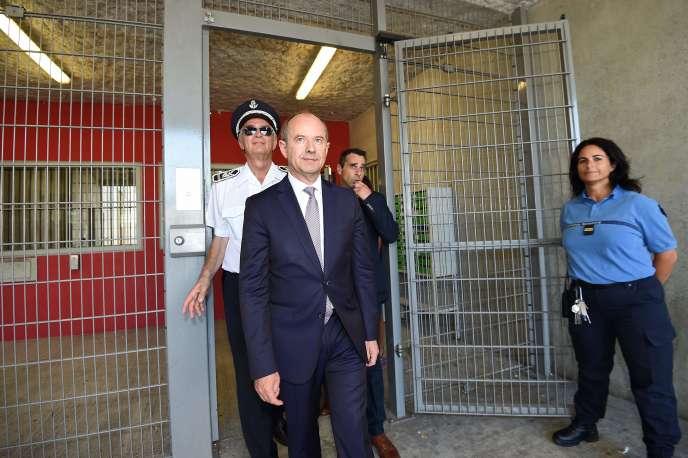 Le ministre de la justice, Jean-Jacques Urvoas, lors d'une visite à la prison deBéziers, le 1er septembre.