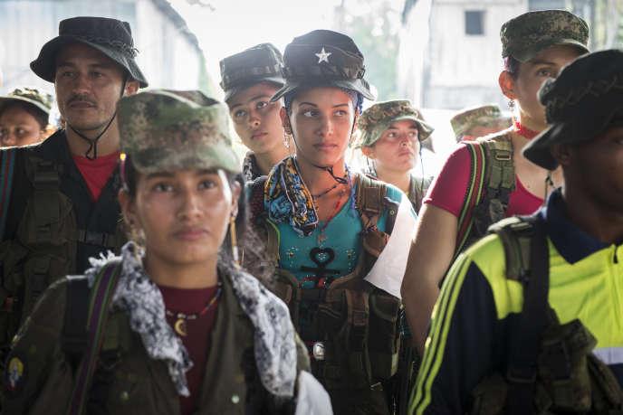 Département de Putumayo, janvier 2016. Des membres des FARC lors d'un meeting sur la paix avec la population civile.