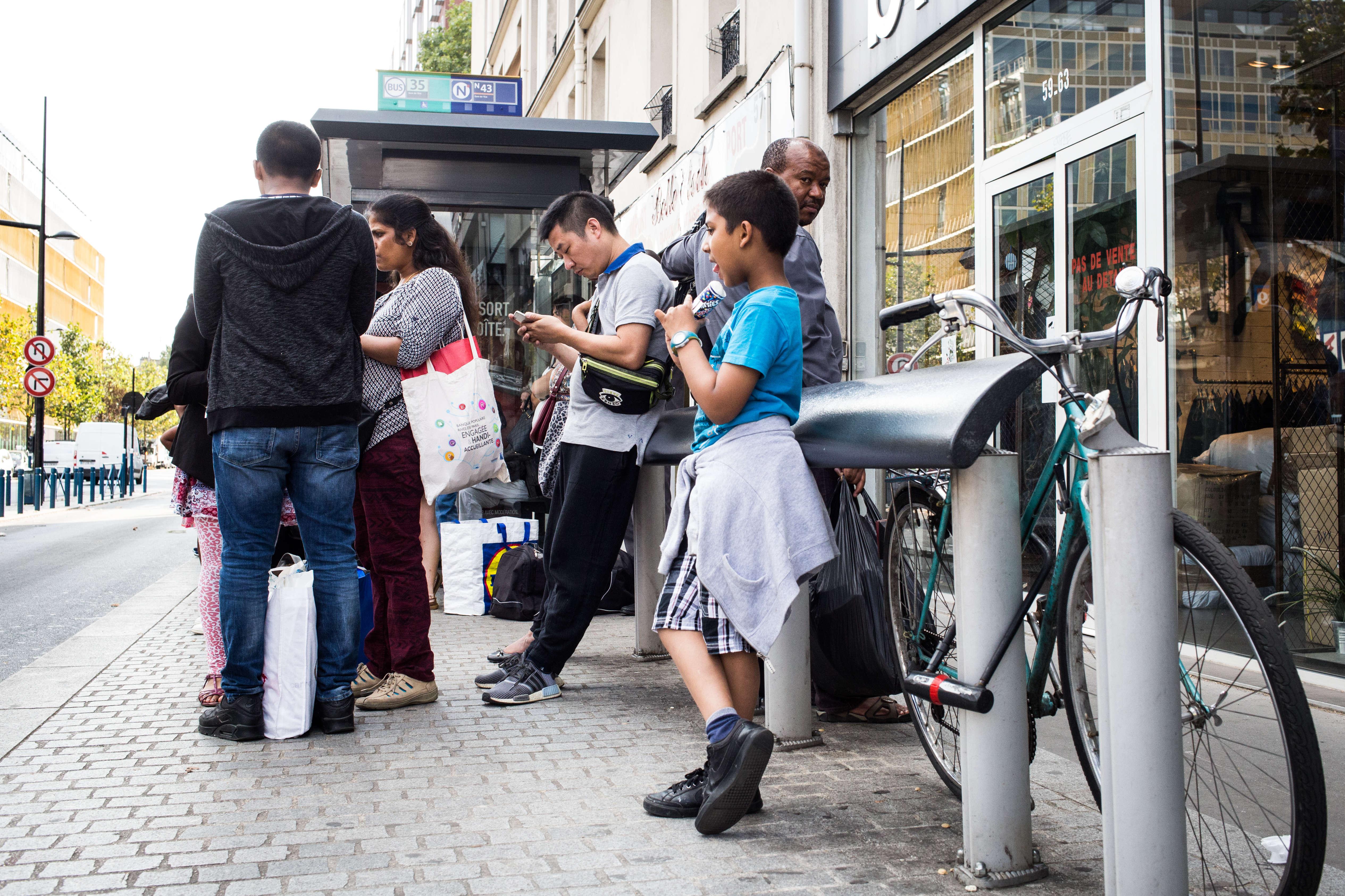 Le bus n°35 ramène les travailleurs, acheteurs, commerçants et Albertivillariens vers Paris.