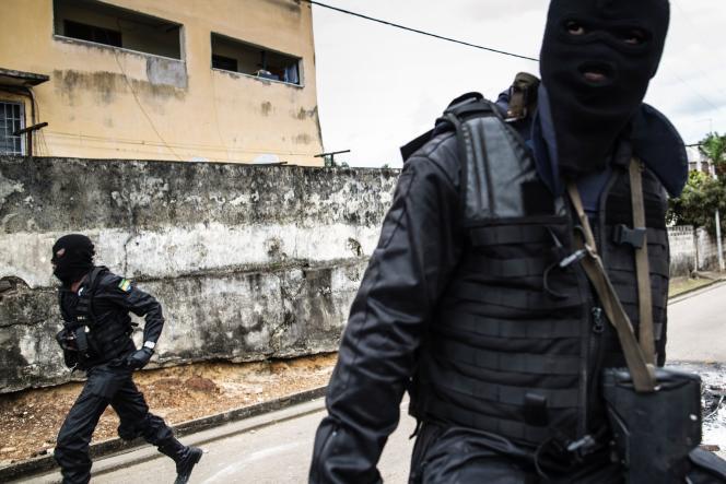 Des officiers de police gabonais, le 2 septembre à Libreville.