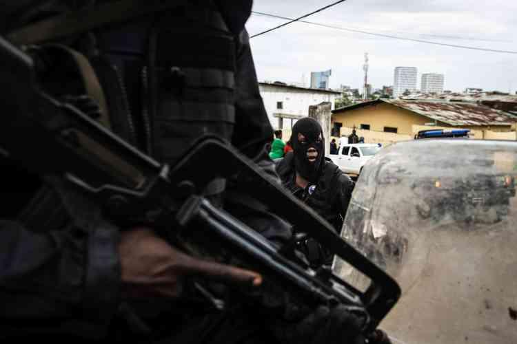Le 2 septembre 2016, la police gabonaise se déploie dans un quartier de Libreville après des affrontements meurtriers.