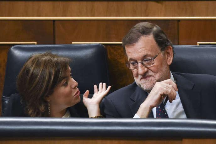 Le premier ministre conservateur Mariano Rajoy se voit refuser, le vendredi 2 août, la confiance du Parlement pour la seconde fois (après un premier refus le mercredi 31août), n'obtenant que 170voix pour son maintien au pouvoir contre 180 députés contre.