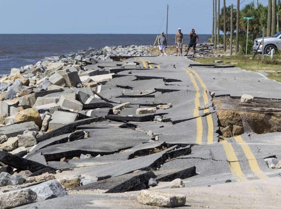 Une route d'Alligator Point, en Floride, détruite par la tempête Hermine le 2 septembre.
