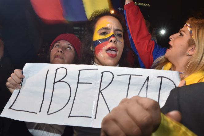 Les anti-Maduro réclament un référendum révocatoire contre le président vénézuélien.