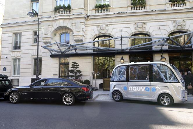 Présentation de la navette autonome Navya à Lyon en septembre 2015.