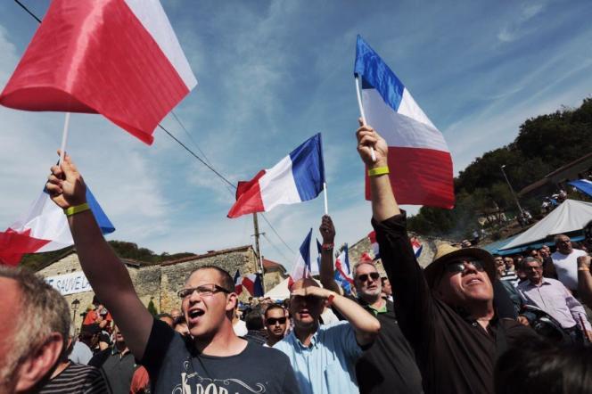 Des militants du Front national, le 3 septembre, à Brachay (Haute-Marne).