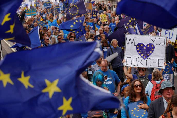Des manifestants pro-Europe le 3 mars à Londres en Angleterre.